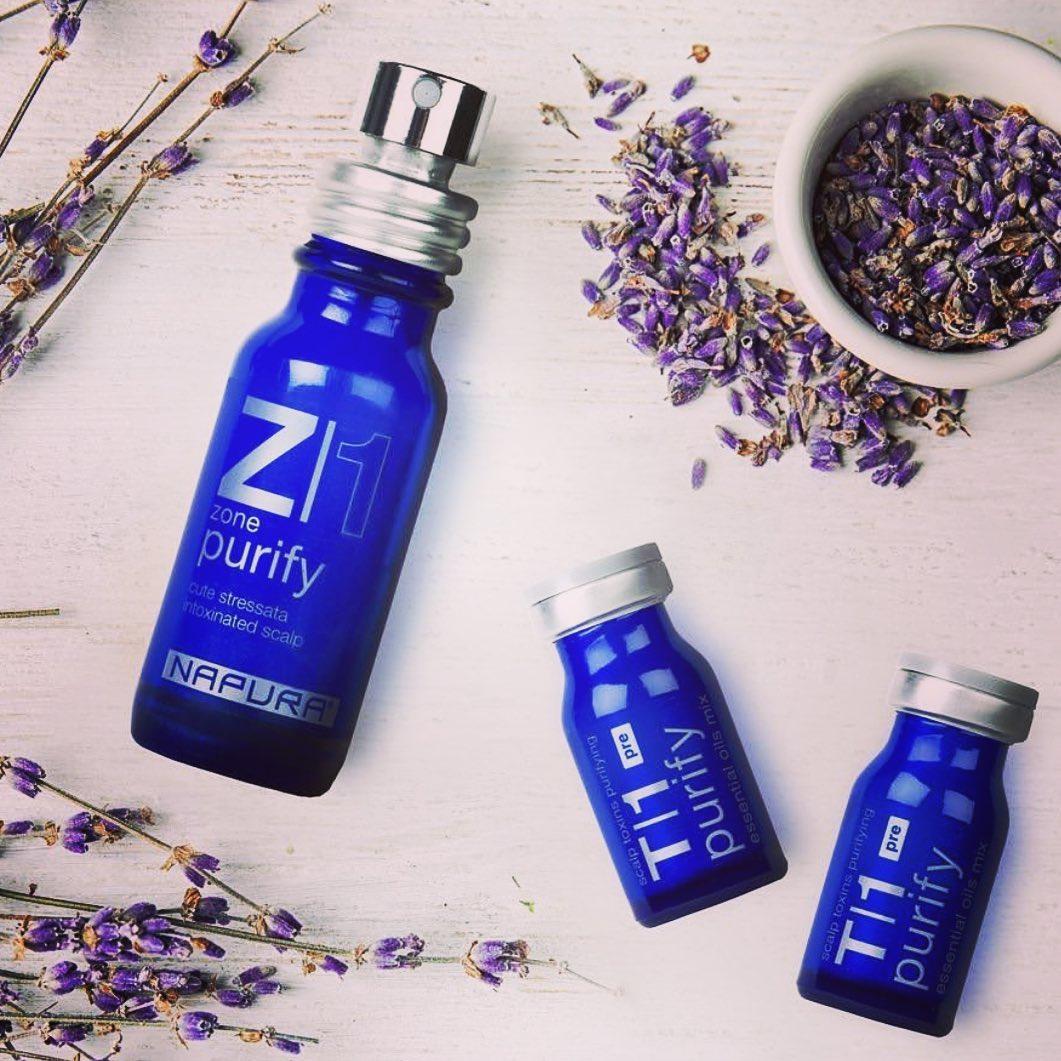 Mix sinergico di 18 oli essenziali per eliminare l'accumulo di tossine dalla cute e donare nuovo ossigeno ai tuoi capelli