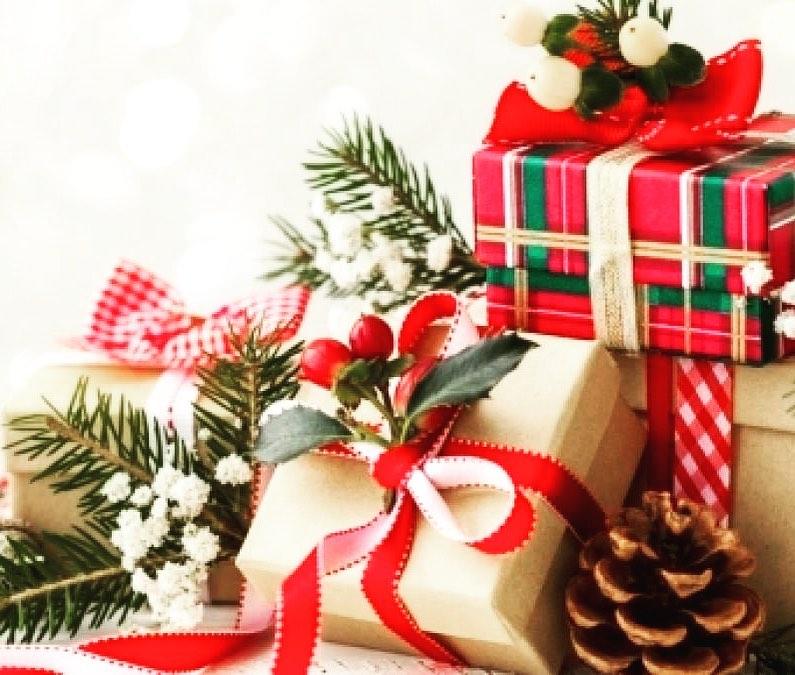 🎄FABIOLA&MASSIMO 🎄augurano a tutti i loro clienti Buon Natale 🎄 e vi informano che Lunedì 23 e Lunedì 30 il salone di Cervia e di Milano Marittima saranno APERTI